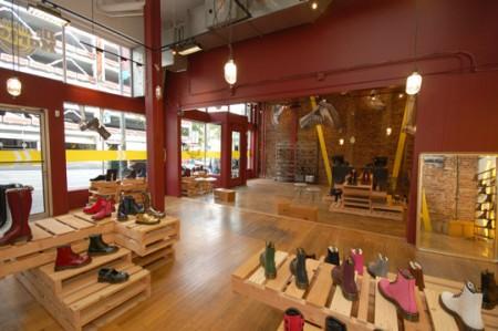 L'interno del Dr.Martens Temporary Store di Seattle