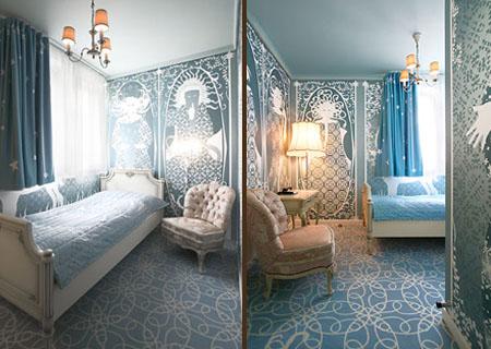 due scorci della camera 510 dell'Hotel Fox con le illustrazioni di Brigit Amadori