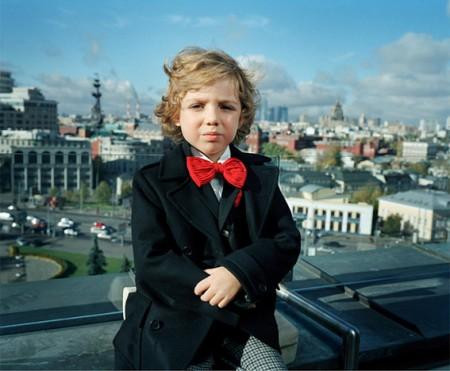 una foto del libro Little Adults di Anna Sladmann