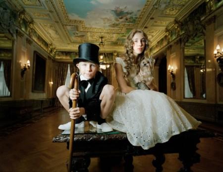 una foto della serie Little Adults di Anna Skladmann
