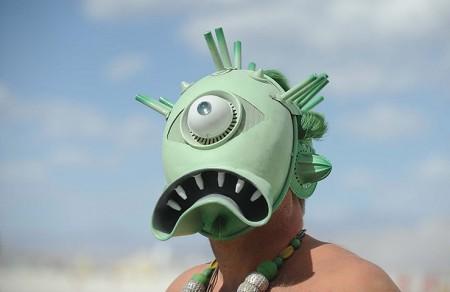 Un partecipante al 26° festival Burning Man nel deserto del Nevada