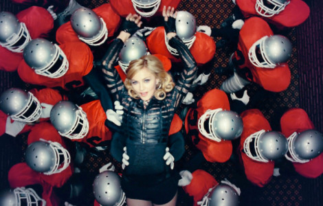 Madonna nel videoclip di Give all your luvin'