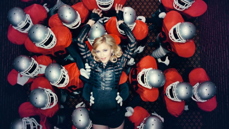 Madonna nel videoclip di Give all your luvin'