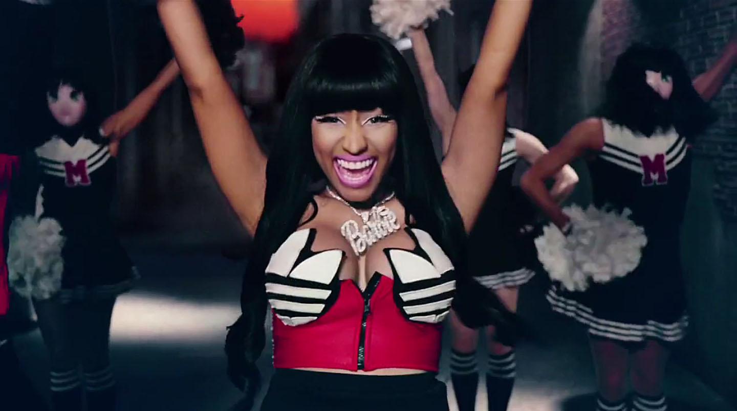 Nicki Mnaj nel videoclip di Give all your luvin' di Madonna