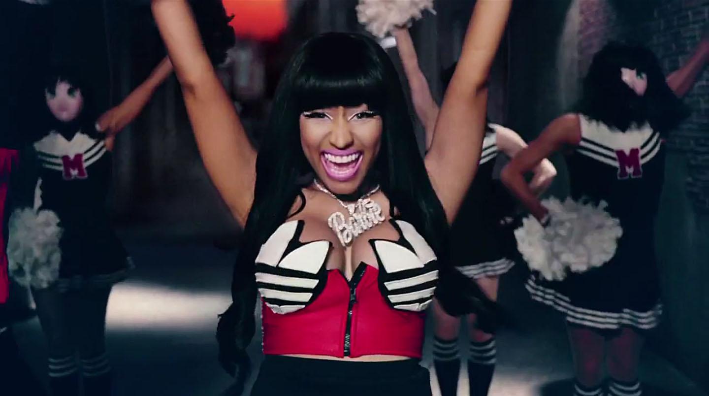 Nicki Mnaj nel videoclip di Give all your luvin' di Madonna