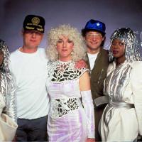 I 10 video più assurdi e sublimi degli ultimi 30 anni: la RAH Band sul set di Clouds across the moon