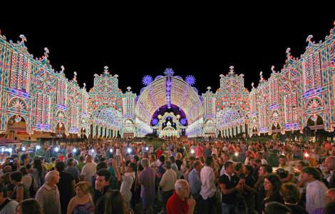 Le luminarie di Scorrano per la festa di Santa Domenica