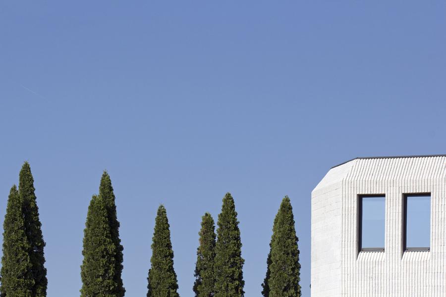 Una immagine del distretto ceramico sassolese di Federico Ferfoglia - Carefully selected by Gorgonia - www.gorgonia.it