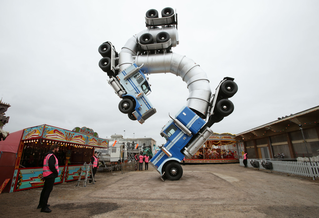Il Big Jig Rig di Mike Ross: una delle opere esposte a Dismaland, il parco dei divertimenti di Banksy - Carefully selected by Gorgonia www.gorgonia.it