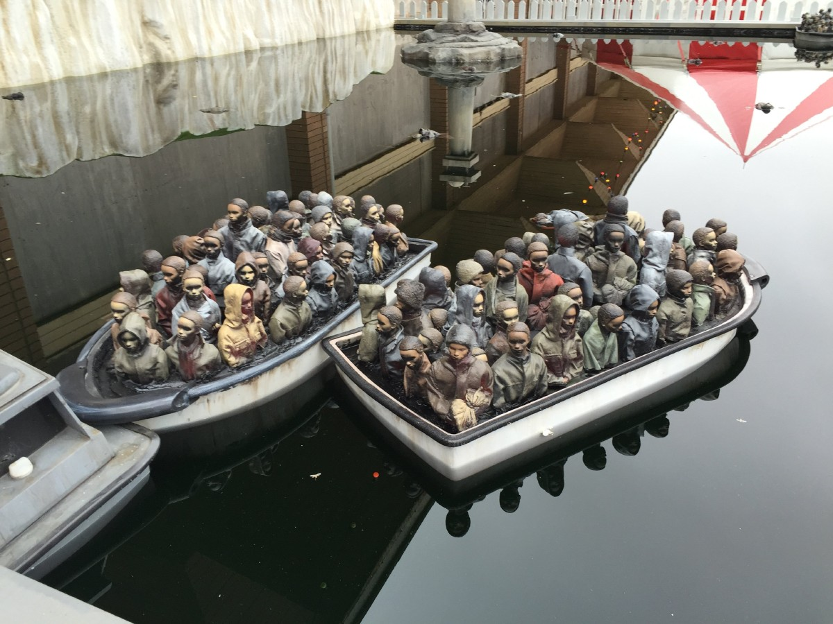 "Il ""Mediterranean Boat Ride"": una delle attrazioni create da Banksy a Dismaland - Carefully selected by Gorgonia www.gorgonia.it"