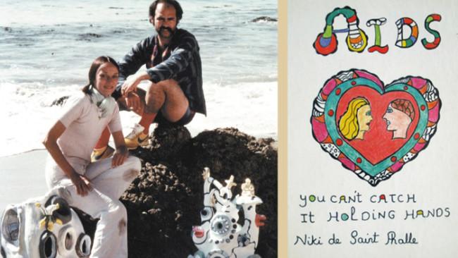 Niki De Saint Phalle con l'amico e assistente Ricardo Menon e la copertina del libro sull'AIDS illustrata in sua memoria - Carefully selected by Gorgonia www.gorgonia.it