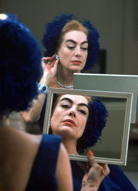 Donne allo specchio: Joan Crawford - Carefully selected by GORGONIA www.gorgonia.it