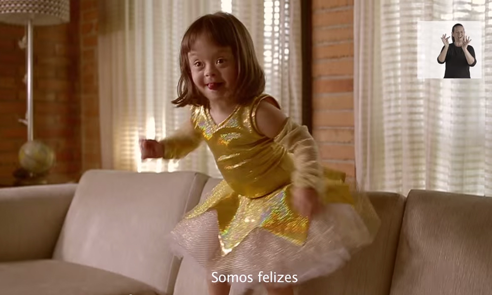 "Una bambina con Sindrome di Down balla felice nel video ""Somos Feliz"" - Carefully selected by GORGONIA www.gorgonia.it"